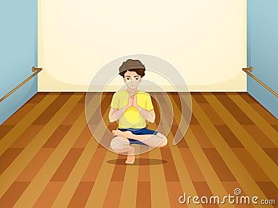Um homem que executa a ioga dentro de uma sala