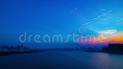 Um timelapse do por do sol perto do bayarea no Tóquio de Ariake disparou largamente na filtração filme