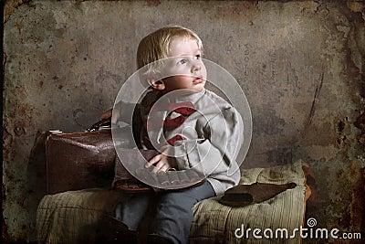 Uma criança pequena do tempo de guerra