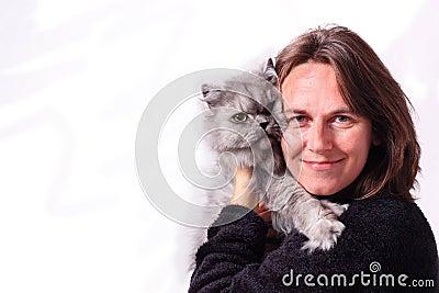 Uma mulher e seu gato