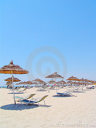 Free Umbrellas And Chairs On Tunisian Beach Stock Photos - 630293