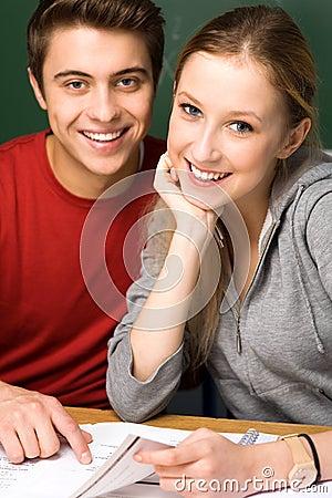 Uśmiechnięci ucznie