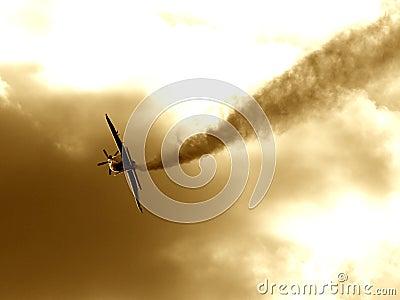 Un avion effectuant la voie de fumée