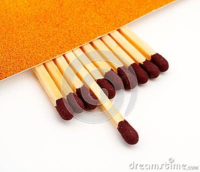 Un bâton d allumette dépensé parmi des bâtons d allumette