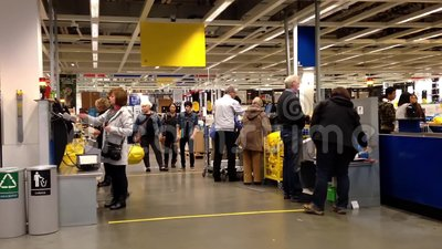 Un c t de caisse de sortie l 39 int rieur de magasin d for Ikea houston heures de magasin