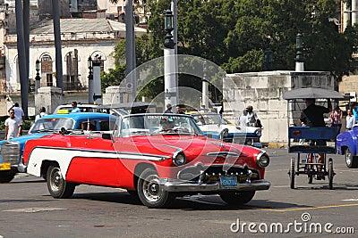 Un coche rojo de la vendimia de Desoto de 1955 Fotografía editorial