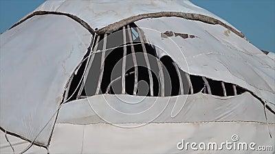 Un foro nella copertura della cupola di un yurt archivi video