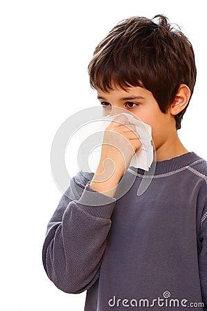 Un garçon avec le froid