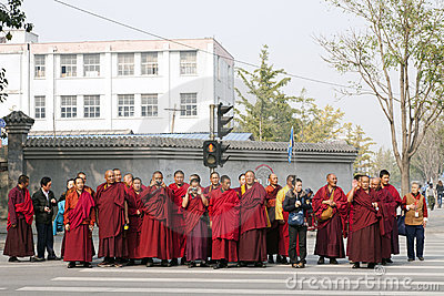 Un groupe d excursion de moines à Pékin Photo éditorial