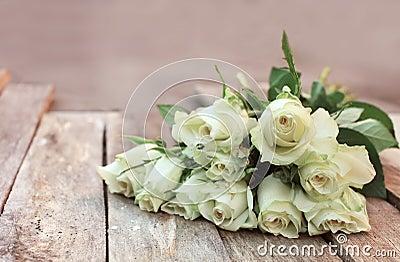 Un mazzo di rose bianche fotografia stock immagine 52547774 for Mazzo per esterni in legno