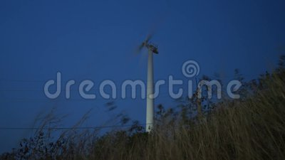 Un moulin à vent sur le timelapse de vidéo de soirée clips vidéos