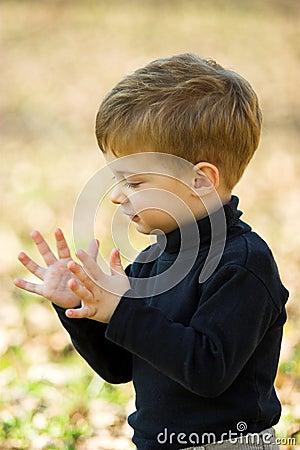 Un ni o peque o que aplaude foto de archivo imagen 1713980 - Foto nino pequeno ...