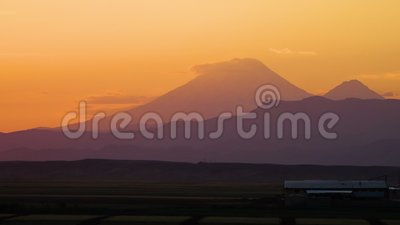 Un pico de montaña de las montañas de Eynali, Irán almacen de metraje de vídeo