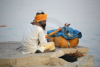Un pélerin, Vanarasi, Inde Image éditorial