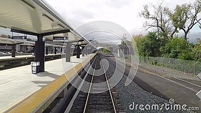 Un treno parte stazione di Albany Rensselaer stock footage