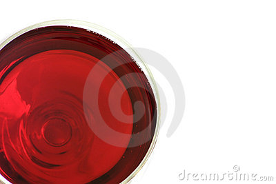 Un vidrio de vino rojo