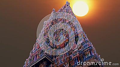 Una bella alba al tempio indù in India archivi video