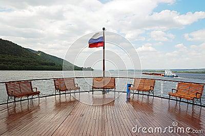 Una cubierta en el barco de la travesía