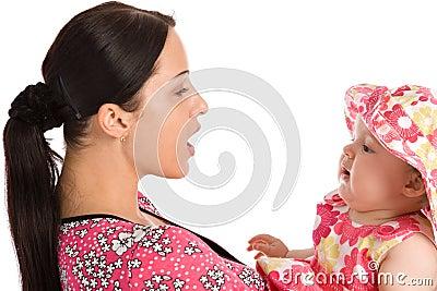 Una madre enseña a su hija a hablar