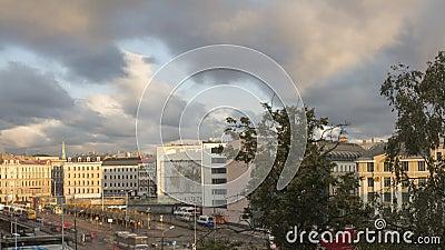 Una mattinata di Piazza della stazione centrale a Riga, Lettonia Inclinazione archivi video