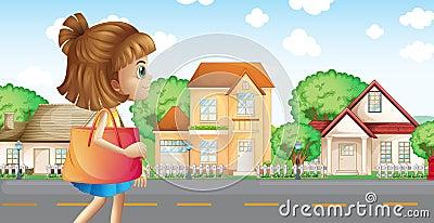 Una muchacha que camina a través de la vecindad