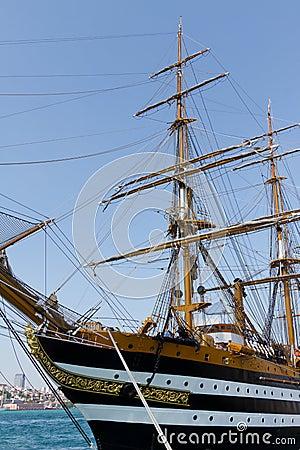 Una nave alta