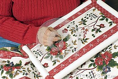 Una stoffa per trapunte della mano della donna