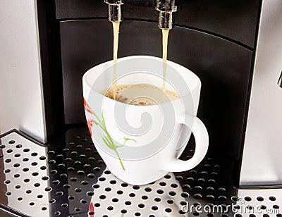 Una taza de café y de máquina del café