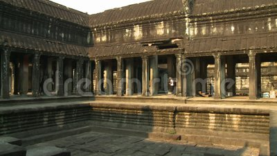 Una vecchia arena da combattimento situata all'interno del tempio archivi video