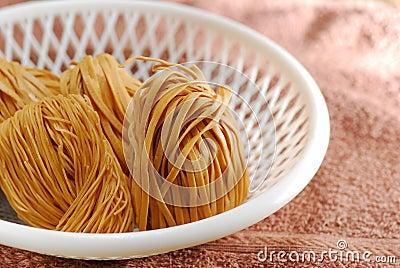Uncook noodle coil