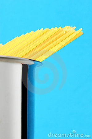 Free Uncooked Spaghetti Noodles Royalty Free Stock Image - 22709306