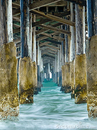 Free Under The Pier Royalty Free Stock Photography - 13152837