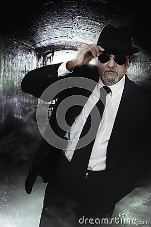 Undercover dedective man
