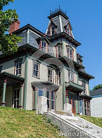 Une maison victorienne gothique photographie stock libre de droits image 2 - La maison victorienne ...
