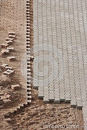 Unfertige Pflasterung an der Baustelle