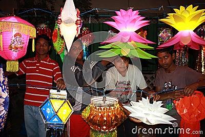 Ungar Diwali shoppar Redaktionell Fotografering för Bildbyråer