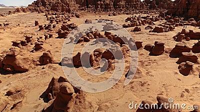 Unglücksboten im Kobold-Tal-Nationalpark, Utah, Vereinigte Staaten Wüste Unglücksbotefelsen gelegen an der San- Rafaelwüste Schat stock video