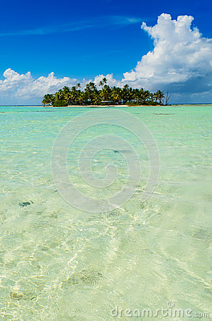 Free Uninhabited Island In The Pacific Royalty Free Stock Photography - 49802977