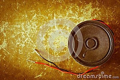 Unplugged vintage sound speaker