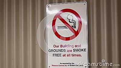 Unser Gebäude und Boden ist der Rauch, der singt frei ist jederzeit stock video footage