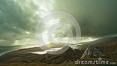 Uomo anziano di Storr - al rallentatore, isola di Skye, Scozia archivi video