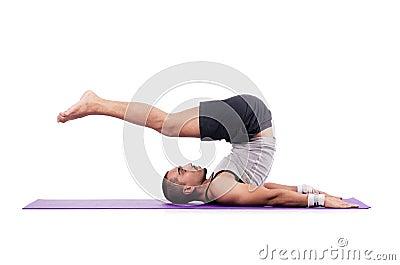 Uomo che fa gli esercizi