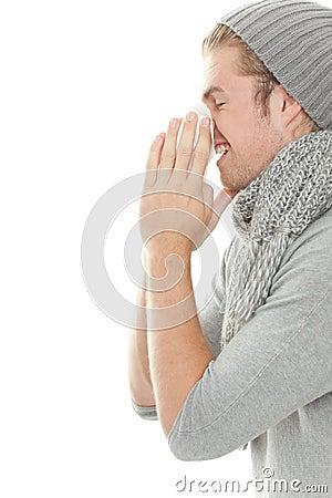 Uomo con freddo del tessuto