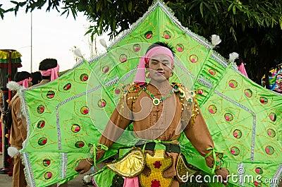Uomo del pavone, parata di Chiang Mai Immagine Editoriale