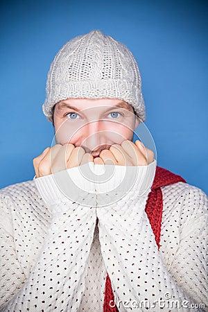 Uomo freddo di periodi
