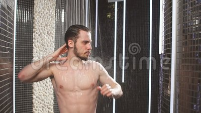 Nudo doccia vids