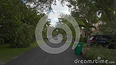 Upper East Side Miami FL mit Motorkamera-Fahrtschilder für Wohnbezirke stock footage