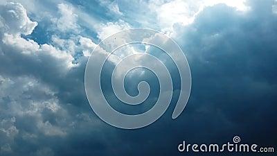 Uppsättning av isolerade moln över svart bakgrund bakgrundsdesignelement fyra vita snowflakes Vit isolerade moln Utklipp utdragna stock video
