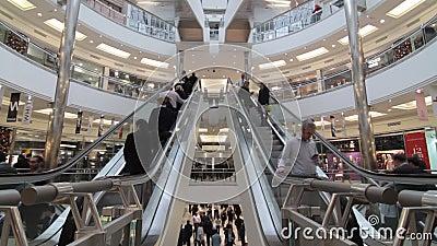 Upptagen shoppinggalleria