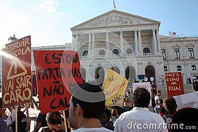 Upptar global lisbon mass för 15 oktober protester Redaktionell Bild
